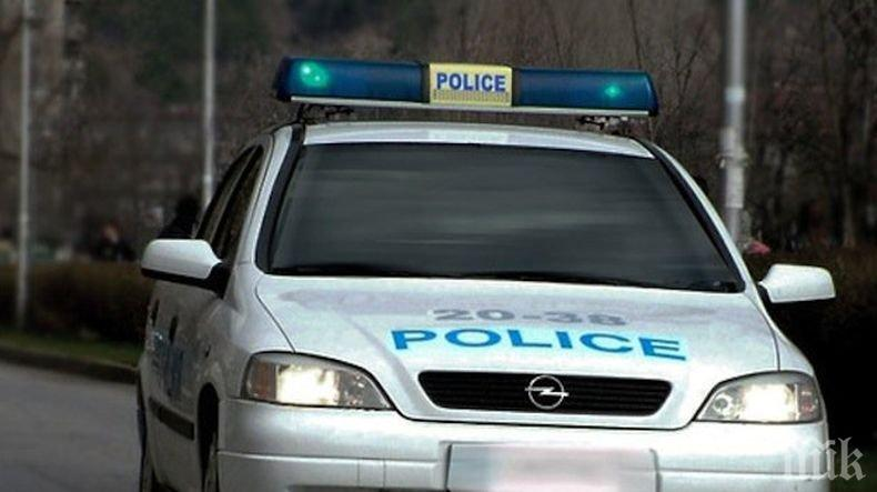 СТРАШЕН ЕКШЪН НА ТРАКИЯ: Полицаи преследваха шофьор, той направи тежка катастрофа