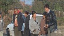 Близки и роднини на починалата Сара блокираха пътя край село Търнак (СНИМКА)