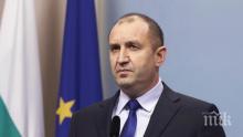 Румен Радев приема почетния караул за празника на авиацията