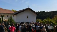 """НАВРЪХ ПЕТКОВДЕН! Обновиха 180-годишната църква """"Света Петка"""" в село Смоляновци"""