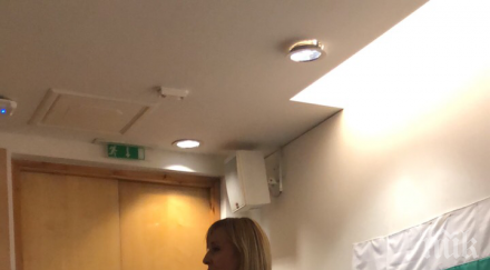 ГОРЕЩО В ПИК: Мая Манолова агитира сред студенти в Лондон малко след Слави Трифонов. Служители в посолството ни рекламират среща с Румен Радев