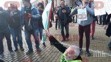 ИЗВЪНРЕДНО В ПИК TV: Протестът - карикатура. Йоло Денев пада, 100 човека блокират движението за пред новинарските емисии и си тръгват след тях (ОБНОВЕНА/СНИМКИ)