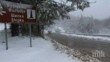 ЗИМАТА ПРИСТИГНА! Първи сняг падна и на прохода Шипка