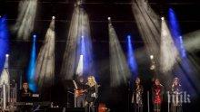 ЛЕГЕНДА: Над 30 000 аплодираха Лили Иванова в рамките на националното й турне