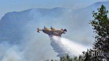 Огромният пожар продължава да вилнее на Халкидики (СНИМКИ)