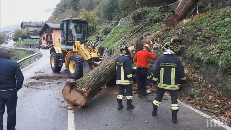 Нови жертви на опасното време в Италия - загиналите са вече 17 (СНИМКИ/ВИДЕО)