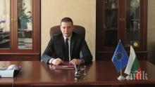 Илиан Тодоров дари лакомства на сираците от приюта в Нови Хан (СНИМКА)
