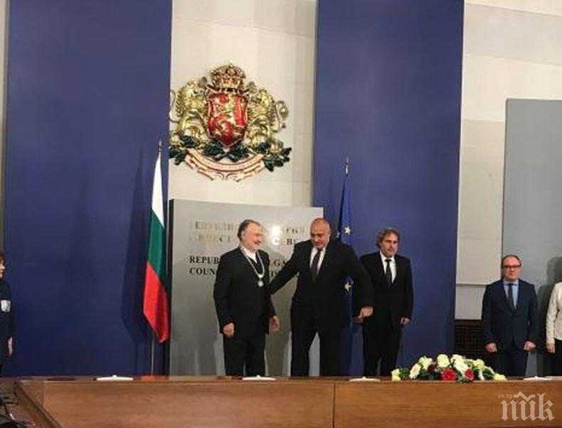 Борисов връчи високо отличие на актьора Васил Михайлов (СНИМКИ)