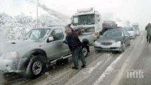 Страшна зима връхлетя Гърция - в планините натрупа половин метър сняг, има проблеми с транспорта