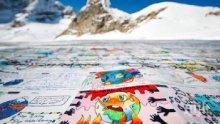 Нарисуваха най-голямата картичка на света върху швейцарски ледник