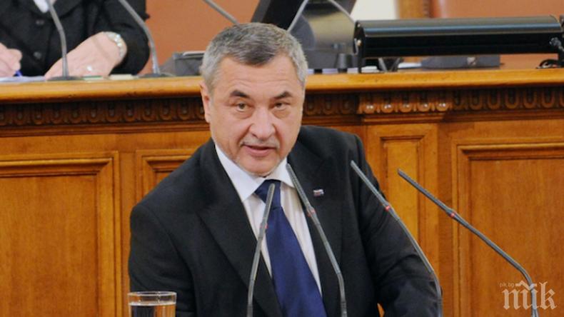 ПЪРВО В ПИК TV: Валери Симеонов с остри думи към БСП за пенсиите - гледайте НА ЖИВО