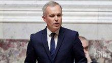 Франция се отказа от покачване на данъка върху бензина за 2019 г.