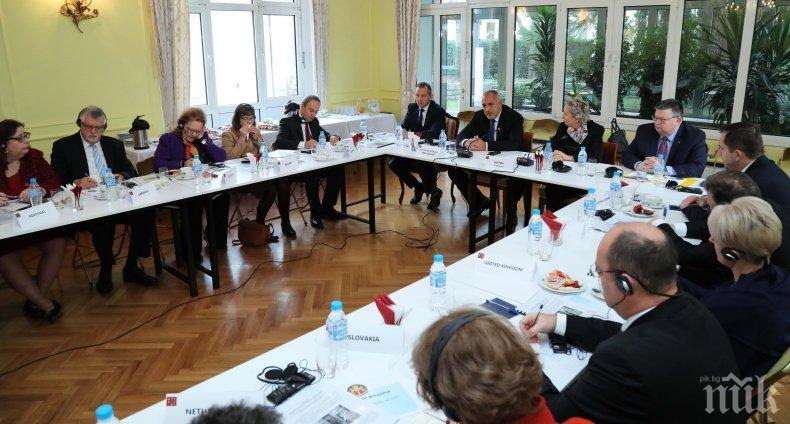 ПЪРВО В ПИК! Борисов на работна закуска с посланиците от ЕС (СНИМКИ)