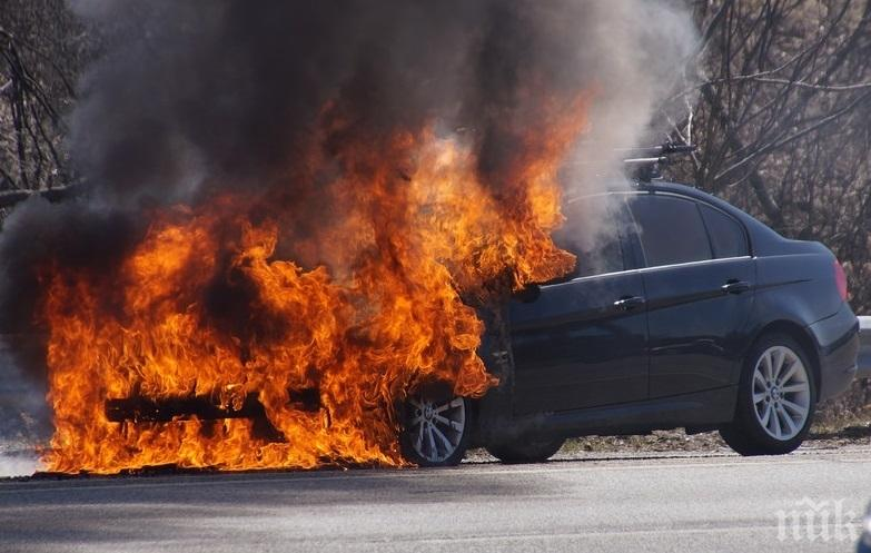 БМВ избухна в пламъци в центъра на Средец