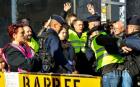 """ВОЙНАТА ВЪВ ФРАНЦИЯ: 1220 души остават в ареста след протестите на """"жълтите жилетки"""" (СНИМКИ/ВИДЕО)"""