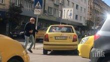 ЛУД ЕКШЪН: Таксиджия полудя - мята камъни и брадва по колега