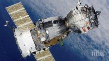 """Руски космонавти от МКС взеха проби от дупката на кораба """"Съюз МС-09"""""""