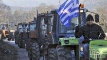 Гръцките фермери трупат трактори, искат ниски данъци