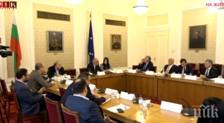 ПЪРВО В ПИК TV: Депутатите избират членове на Бюрото по контрол на СРС-та, Славчо Велков и Цветан Цветанов се хванаха за гушите (ОБНОВЕНА)