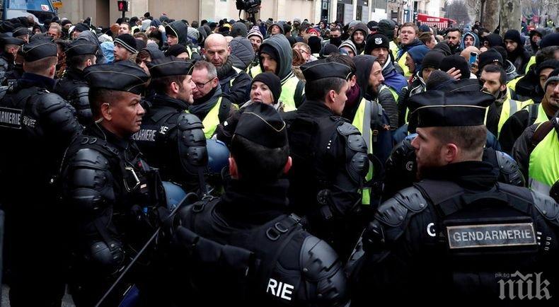 """НА ЖИВО: Близо 60 задържани на протест на """"жълтите жилетки"""" в Париж"""