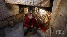 КАТО ХРИСТОС: Владо Пенев се кръсти в река Йордан (СНИМКА)