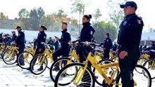 Заради липса на бензин: Полицаи в Мексико яхнаха колела