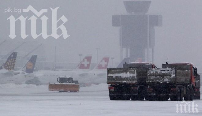 Снегът в Германия блокира 210 полета от Мюнхен и Франкфурт