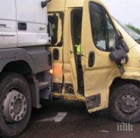 ЧЕЛЕН УДАР: Тежка катастрофа между бус и камион затвори Прохода на Републиката, има загинал