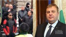ИЗВЪНРЕДНО В ПИК TV: Цигани, начело с Бат Сали, на протест за оставката на Каракачанов (ОБНОВЕНА)