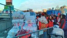 В Пловдив се редят за одеяла и шалчета, не им дават още