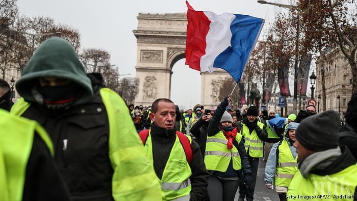 """ПРЕДИ ДЕБАТА: В Париж и Бурж започнаха протестните демонстрации на """"жълтите жилетки"""""""