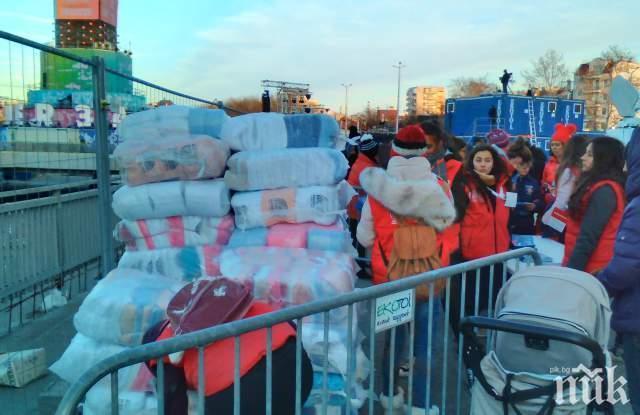 """Одеялата с лого """"Пловдив 2019"""" свършиха за 10 минути, пловдивчани се изпокараха за последните"""