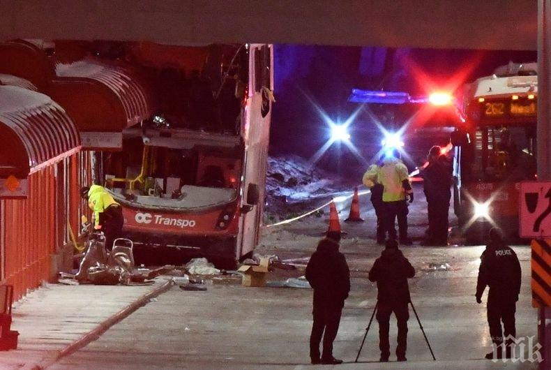 Автобус се вряза в спирка в Канада, трима загинали
