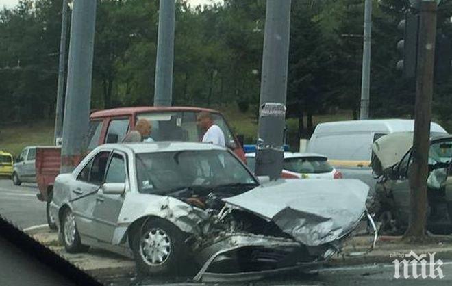 Български мерцедес помля четири коли в Македония