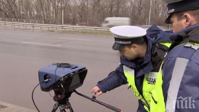 """ОТ ПОСЛЕДНИТЕ МИНУТИ: Катастрофа блокира """"Хемус"""" край Девня в посока Варна"""