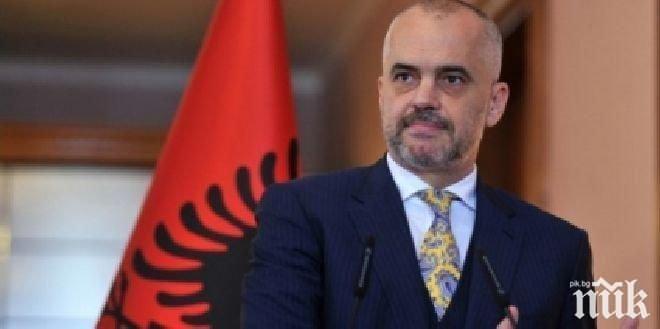 Еди Рама маха и границата с Македония