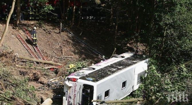 КАСАПНИЦА НА ПЪТЯ: Седем загинаха при тежка катастрофа  с туристи, има и ранени