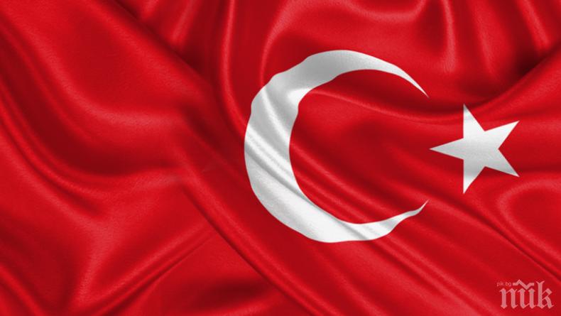 """""""Джумхуриет"""" бие тревога: Днешна Турция: Или преклони глава, или напусни страната"""