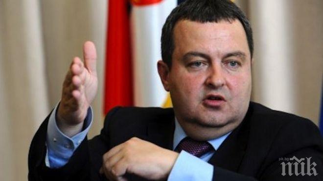 """Външният министър на Сърбия Ивица Дачич изпя на Путин """"Калинка моя"""""""