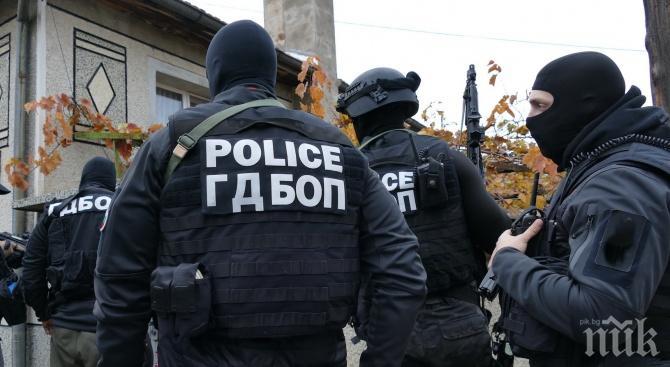 ИЗВЪНРЕДНО В ПИК: Закопчаха трима по време на наркосделка в Пловдив, прибраха с белезници още шестима заради наркотици