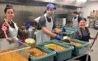 Хуманитарна организация предлага безплатен обяд на държавните служители, останали без работа в САЩ