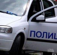 Надрусан ром нападна полицаи със сабя