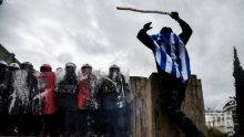 НА ЖИВО: Гръцката полиция използва сълзотворен газ срещу протестиращите (СНИМКИ)