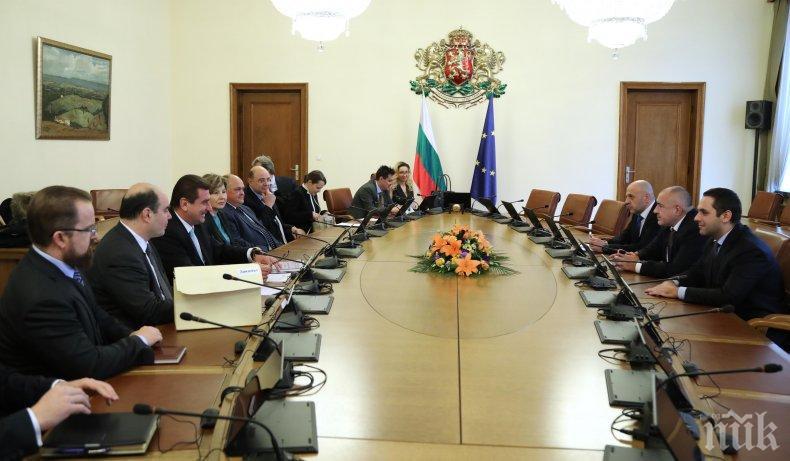 ПЪРВО В ПИК TV: Ето какво се разбраха босовете на петролната и газовата асоциация с Борисов за отложения закон (ОБНОВЕНА/СНИМКИ)