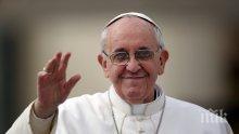 ТРЕПЕТНО ОЧАКВАНЕ: Тъкат килим за папата с българския трикольор