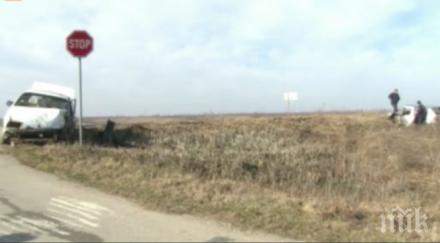 Две коли се сблъскаха край Русе, излетяха в канавката