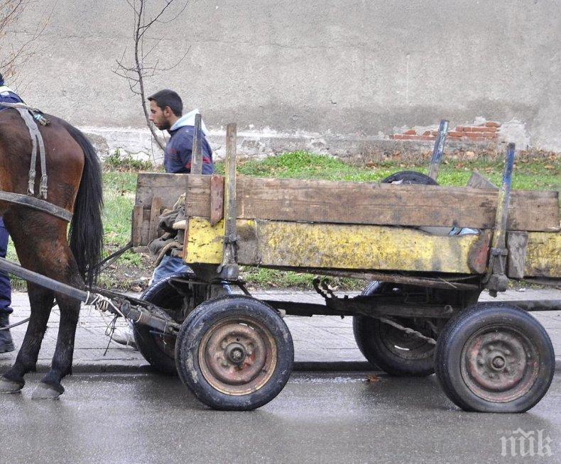 Каруцар издъхна на улицата, търсейки храна за 4 деца