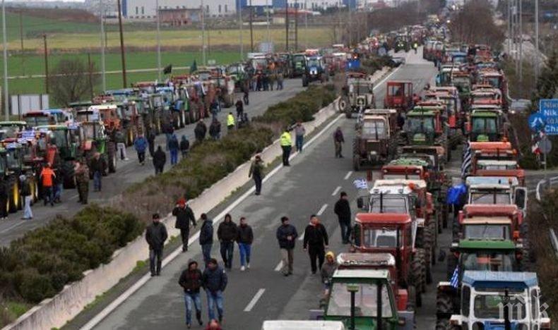 Протестиращите гръцки фермери настояват за среща с вицепремиера Янис Драгасакис