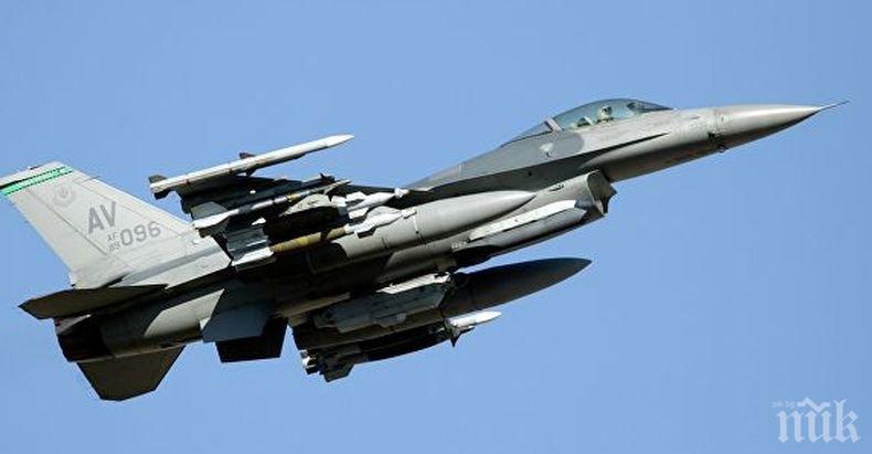 Инцидент: Американски изтребител Ф-16 излезе от пистата на летище в Япония
