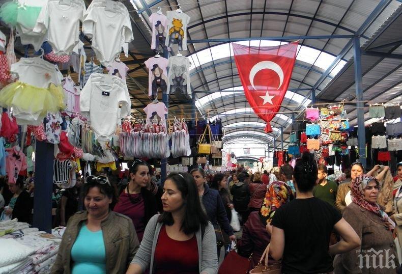 Държавни пунктове за продажба на плодове и зеленчуци заработиха в два турски града